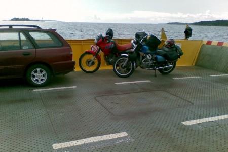 saariston rengastie moottoripyörällä